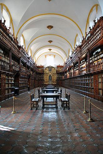 330px-Biblioteca_Palafoxiana_de_Puebla